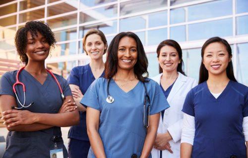 travel-nurses-posing